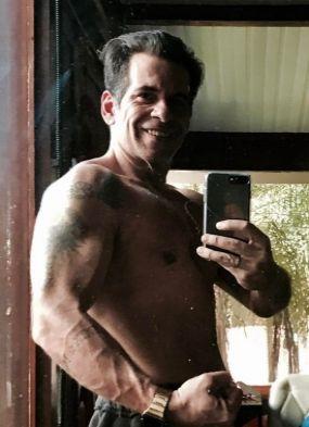 Com corpinho sarado, Leandro Hassum posta foto sem camisa e ganha elogios