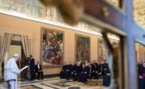 [Vaticano congela 2 milhões de euros de fundos suspeitos de corrupção]