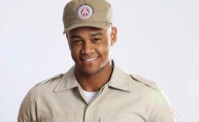 [Léo Santana se veste de policial e posta foto da internet; fãs enlouquecem]