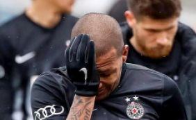 [Brasileiro é vítima de racismo e sai de campo chorando em jogo na Europa]