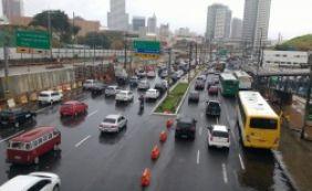 [Chuva complica trânsito em diversas vias de Salvador nesta terça; confira]