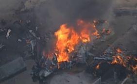 [Avião cai em cima de shopping na Austrália; 5 pessoas estavam a bordo ]