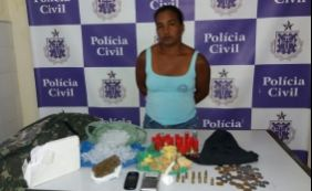 [Mulher é presa com drogas e munições dentro de condomínio em Alagoinhas]