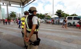 [400 policiais militares reforçam segurança em pontos de entrega de abadás]