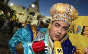 [Rei Momo pede carnaval com 'amor e paz' em Salvador]