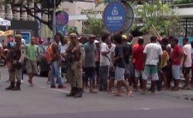 [Ambulantes cadastrados pela prefeitura fazem protesto no Campo Grande]