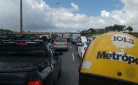 [Trânsito: motoristas enfrentam lentidão nas regiões do Ferry e Rodoviária]
