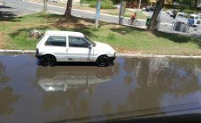 [Motoristas enfrentam alagamento no Rio Vermelho após chuva; confira outras vias]