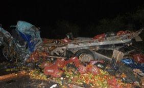 [Colisão entre dois caminhões deixa três mortos na BR-407]