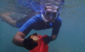 [Mergulhadores voluntários recolhem 119 quilos de lixo do mar após o carnaval]