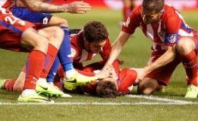 [Atacante sofre traumatismo craniano durante partida; veja vídeo]