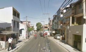 [Após ser baleada, mulher tenta fugir por telhado e morre em Pernambués ]
