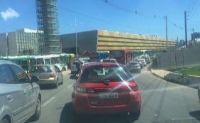 [Fluxo de ônibus na rodoviária causa congestionamento na av. ACM]