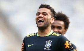 [Daniel Alves diz que vai 'dar passadinha' no Bahia antes de encerrar carreira]