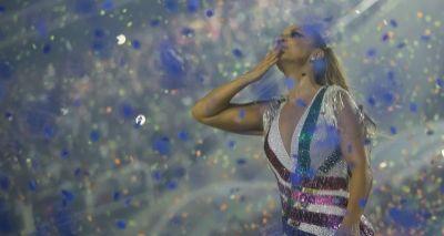 Ivete Sangalo se emociona durante desfile das campeãs no Rio; veja vídeo