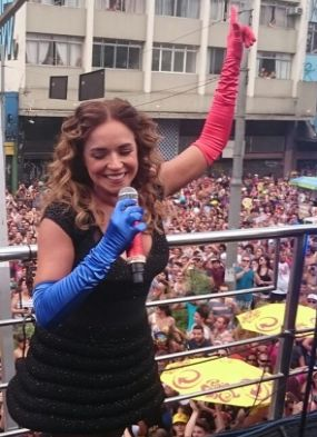 Daniela Mercury arrasta multidão na Pipoca da Rainha em São Paulo