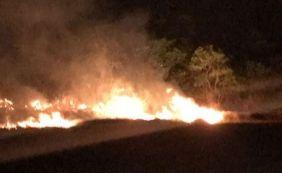 [Após três dias de incêndio, bombeiros controlam fogo em Guarajuba]