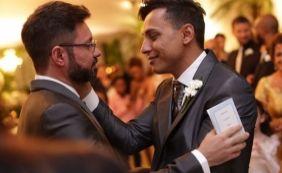 [Primeiro prefeito assumidamente gay do Brasil oficializa união: 'Cidadão pleno']