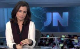 [Âncora do Jornal Nacional engasga durante edição e agita internet; veja vídeo]