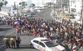 [Dia da Mulher: Manifestantes realizam ato em prol dos direitos das mulheres]