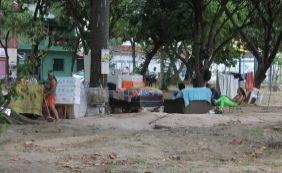 [Praça dos Dendezeiros espera por revitalização e vira abrigo de moradores de rua]
