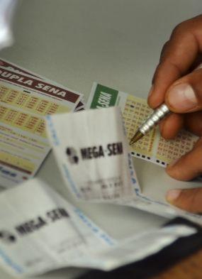 Acumulada, Mega-Sena pode pagar prêmio de R$ 6 milhões na próxima quarta
