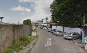[Suspeito de roubo, homem é espancado até a morte por moradores em Lauro]
