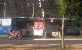 [Colisão entre dois ônibus deixa feridos e trânsito travado no Dique do Tororó]