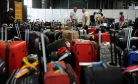 [Justiça suspende cobrança de tarifa extra para despacho de mala em voos]