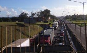 [Acidentes geram longo congestionamento na BR-324; confira o trânsito ]