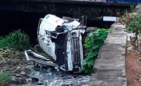 [Caminhão cai em canal e deixa um morto no bairro do Rio Vermelho ]