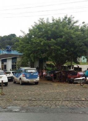 Homens invadem delegacia e matam presos em Ibirapitanga