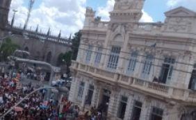 [Em greve, professores fazem ato em frente à prefeitura de Feira de Santana]