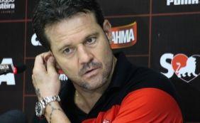 [Argel diz que Vitória foi melhor nos jogos contra o Vasco e critica vazamentos]