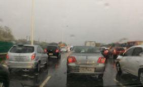 [Chuva deixa trânsito complicado nesta sexta-feira; confira ]