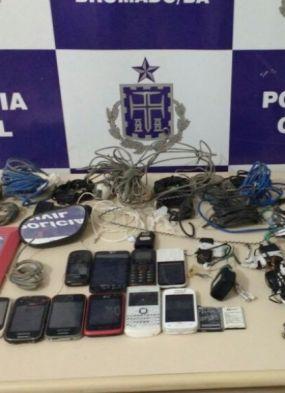 Brumado: revista em carceragem apreende 11 celulares, maconha e alicates
