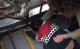 [Menino fica com mão presa em escada rolante e é resgatado; veja vídeo]