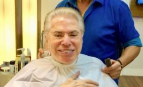 [Silvio Santos assume cabelos brancos e volta a gravar programa após férias]