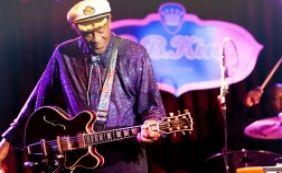 [Chuck Berry, um dos pioneiros do rock, morre aos 90 anos nos Estados Unidos]