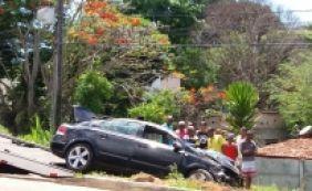 [Colisão entre carro e caminhão deixa um morto no Estrada do Coco neste domingo]