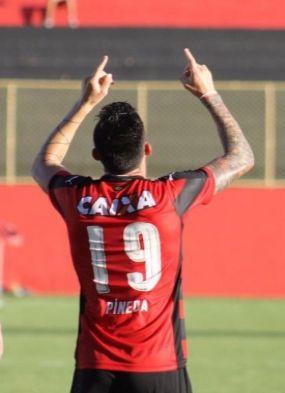 Pineda comemora fim de jejum e primeiro gol com a camisa do Vitória