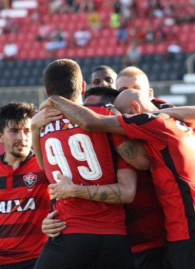 Argel Fucks exalta marca histórica do Vitória em jogo 'para o gasto'