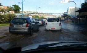[Vazamento de água causa lentidão na Avenida Vasco da Gama; veja o trânsito ]