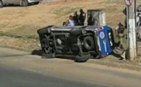 [Viatura da Polícia Militar capota e deixa dois feridos na Av. Paralela ]