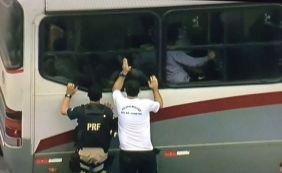 [Passageiros feitos reféns durante assalto a ônibus no Rio são liberados ]