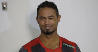 Mulher do goleiro Bruno manda recado em rede social: 'Chora recalque'