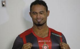 [Mulher do goleiro Bruno manda recado em rede social: 'Chora recalque']