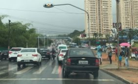 [Chuva alaga vias e complica trânsito em Salvador; confira detalhes ]