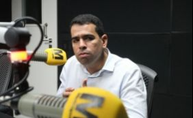 ['Atleta tem que entrar quando técnico quer', diz presidente do Bahia sobre Cajá ]
