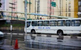 [Viação Dois de Julho tem serviço precário; vídeo mostra ônibus alagado]